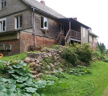stāsts par lauku mājas atdzimšanu Tūjasmuižā